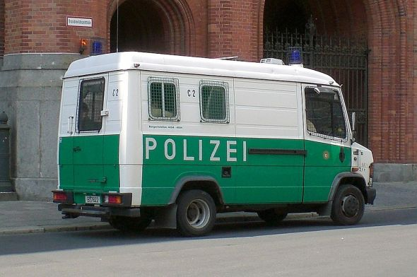 Mercedes Wanne Polizei Berlin. Photo by Gunnar Richter