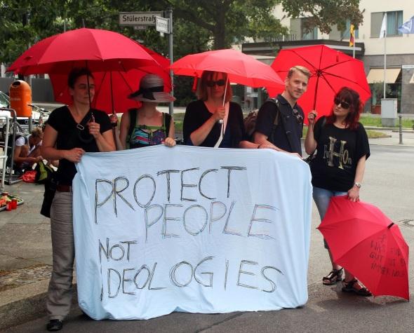 Journée internationale de protestation contre la violence faite aux travailleurs du sexe. Photo: Marek Foeller.  Tous les droits sont réservés.